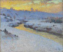 This painting depicts a river whose waters reflect a golden-yellow and orange sky. The snow along the riverbanks is tinged with mauve and blue. In the distance, hazy buildings are visible on a snow-covered hill.
